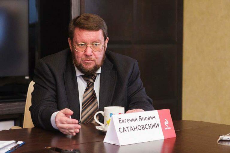 За свою бескомпромиссную позицию, Евгений Сатановский попал в опалу на ТВ и перебрался в интернет и на радио