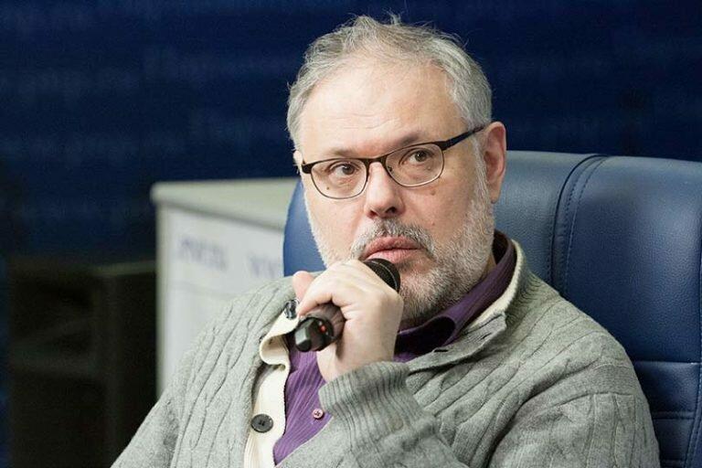 Оппозиционный экономист Хазин проявил либеральную сущность и выступил против социалиста Платошкина