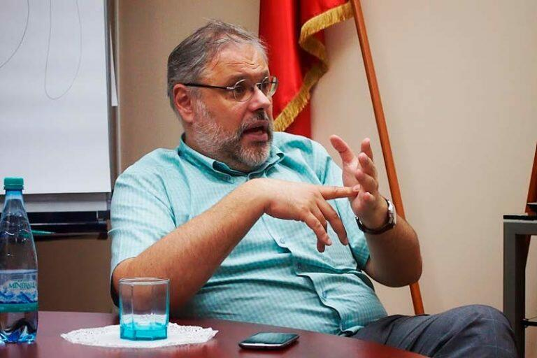 Михаил Хазин: Бизнес не может получать прибыль, поскольку у населения просто нет денег