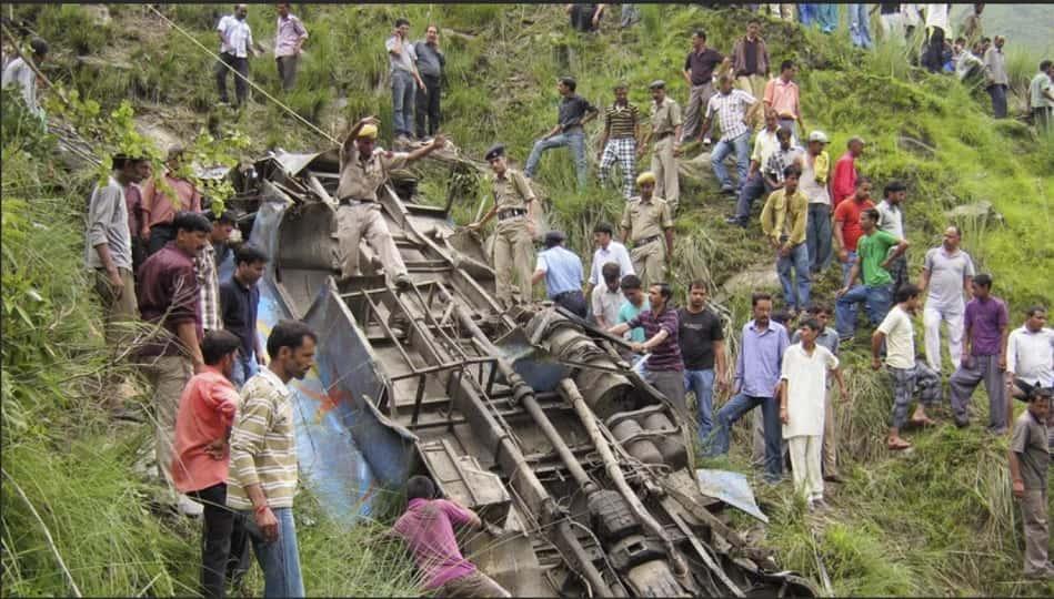 Индия автобус в ущелье