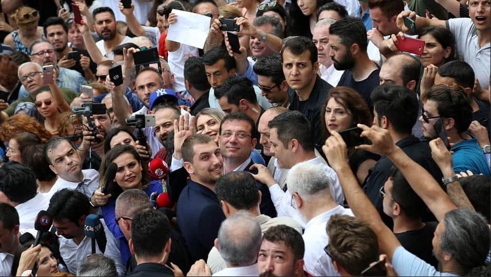 Избиратели в Стамбуле