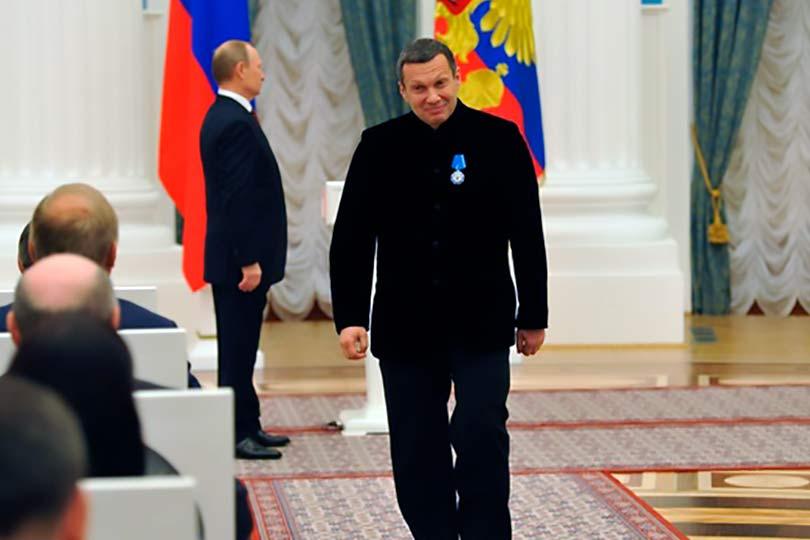 Соловьева награждает Путин