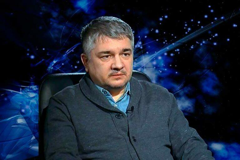 Ростислав Ищенко отметил, что политические шаги, которые предпринимает Украина ведут к ее развалу