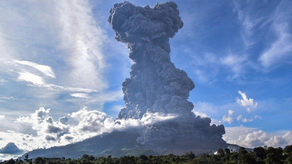 Извержение вулкана на Стромболи