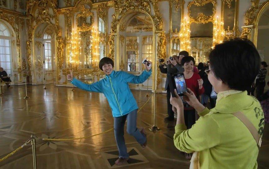 китайские туристы в царском селе