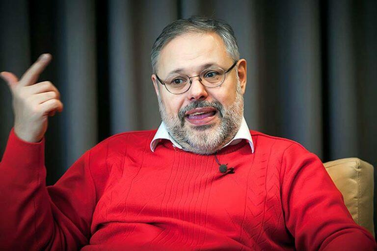 Хазин выступил с очередным нелепым прогнозом, что Путина попытается отстранить от власти его окружение