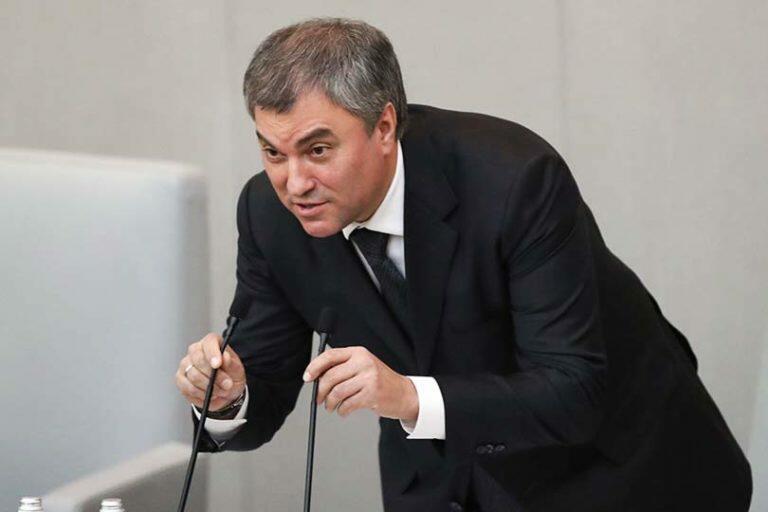 Володин, который угрожал россиянам отменой пенсий, призывает к изменению Конституции РФ