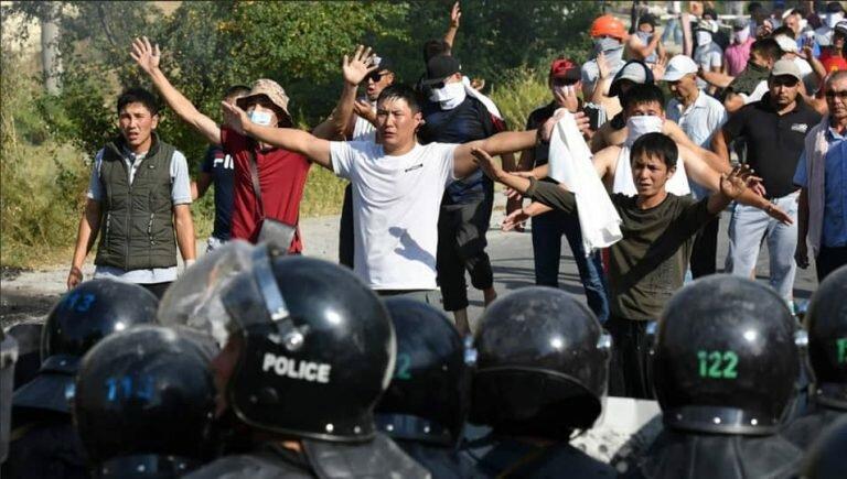 Экс-президент Алмазбек Атамбаев и Национально-освободительное движение Киргизии