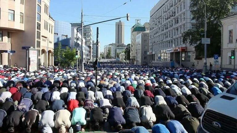 В Москве праздник Курбан-байрам отметили в мечетях около 240 тысяч человек