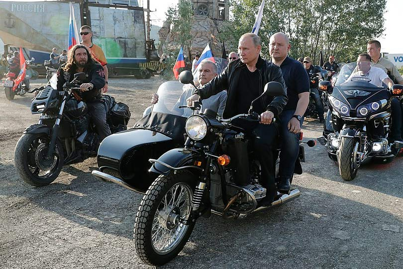Путин на байк-шоу