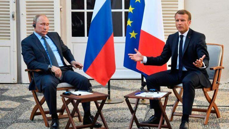Путин встретился с Макроном и они обменялись упреками по протестным акциям в РФ и Франции