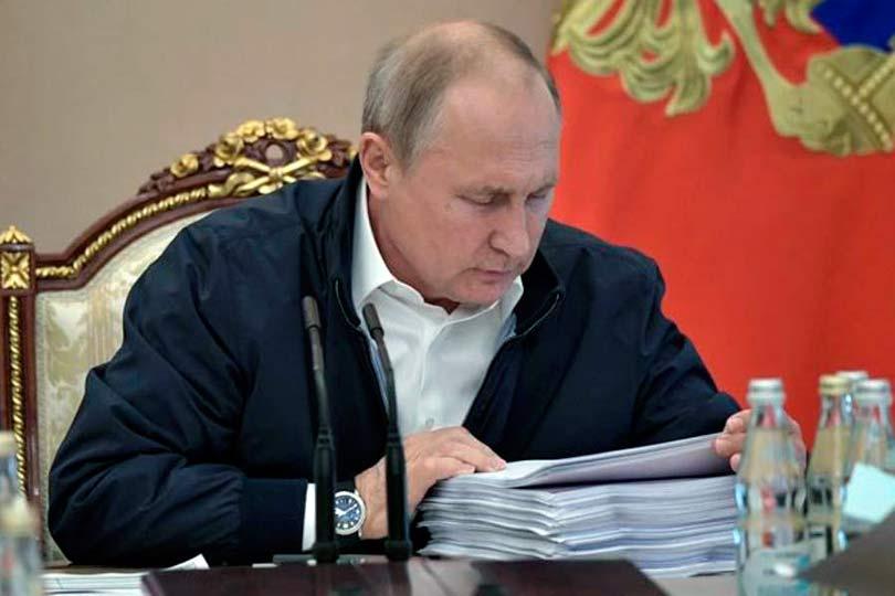 Путин в кабинете