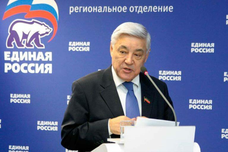 Глава Госсовета Татарстана Фарит Мухаметшин призывает голосовать за «Единую Россию» и даже рассылает письма
