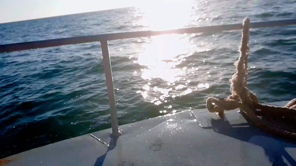 Судно на море