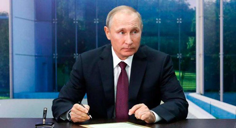 По мнению некоторых ура-патриотических экспертов, системные либералы начали выдавливать Путина из власти