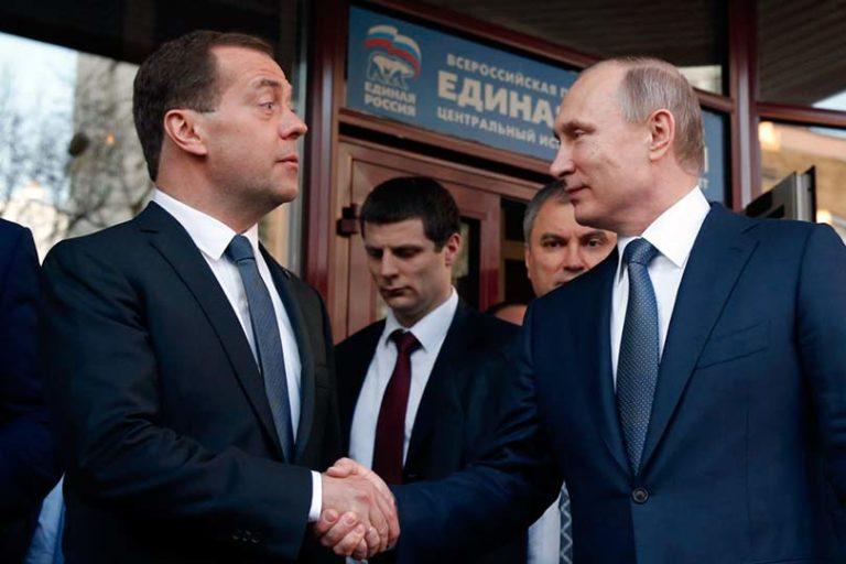 Медведеву не грозит отставка потому, что его назначили не за профессионализм, а за антропометрические данные