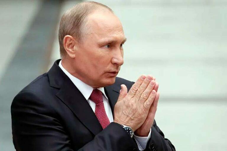 Если в 2012 году россияне поддержали Путина, то в 2019 он остался один, пенсионную реформу народ не простил