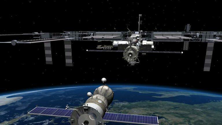 Космический корабль «Союз МС-14»  под управлением робота «Федора» не смог произвести стыковку с МКС