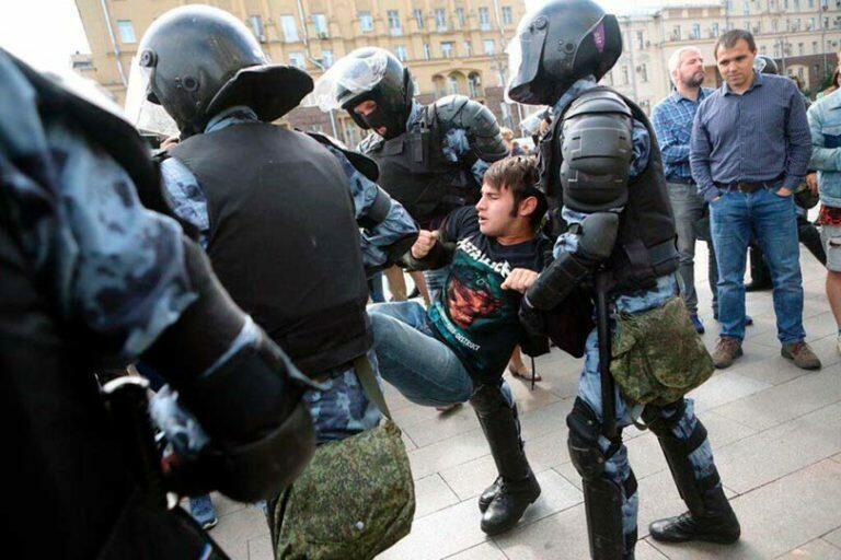 Несистемная оппозиция перешла к откровенной конфронтации и запросила разрешение на митинг 31 августа