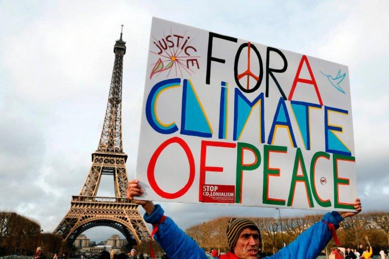 Россия подписала парижское соглашение о сокращении выбросов углерода, хотя это отказались делать США