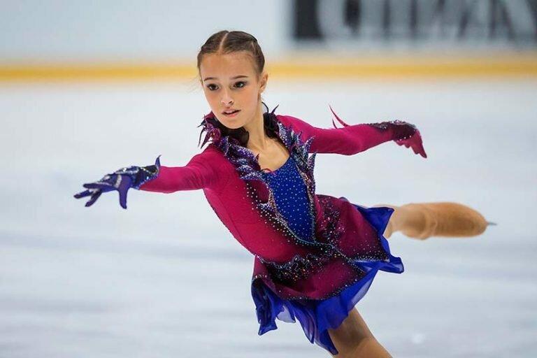 15-летняя российская фигуристка завоевала золотую медаль на Skate America среди взрослых