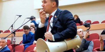 Бондаренко с мегафоном