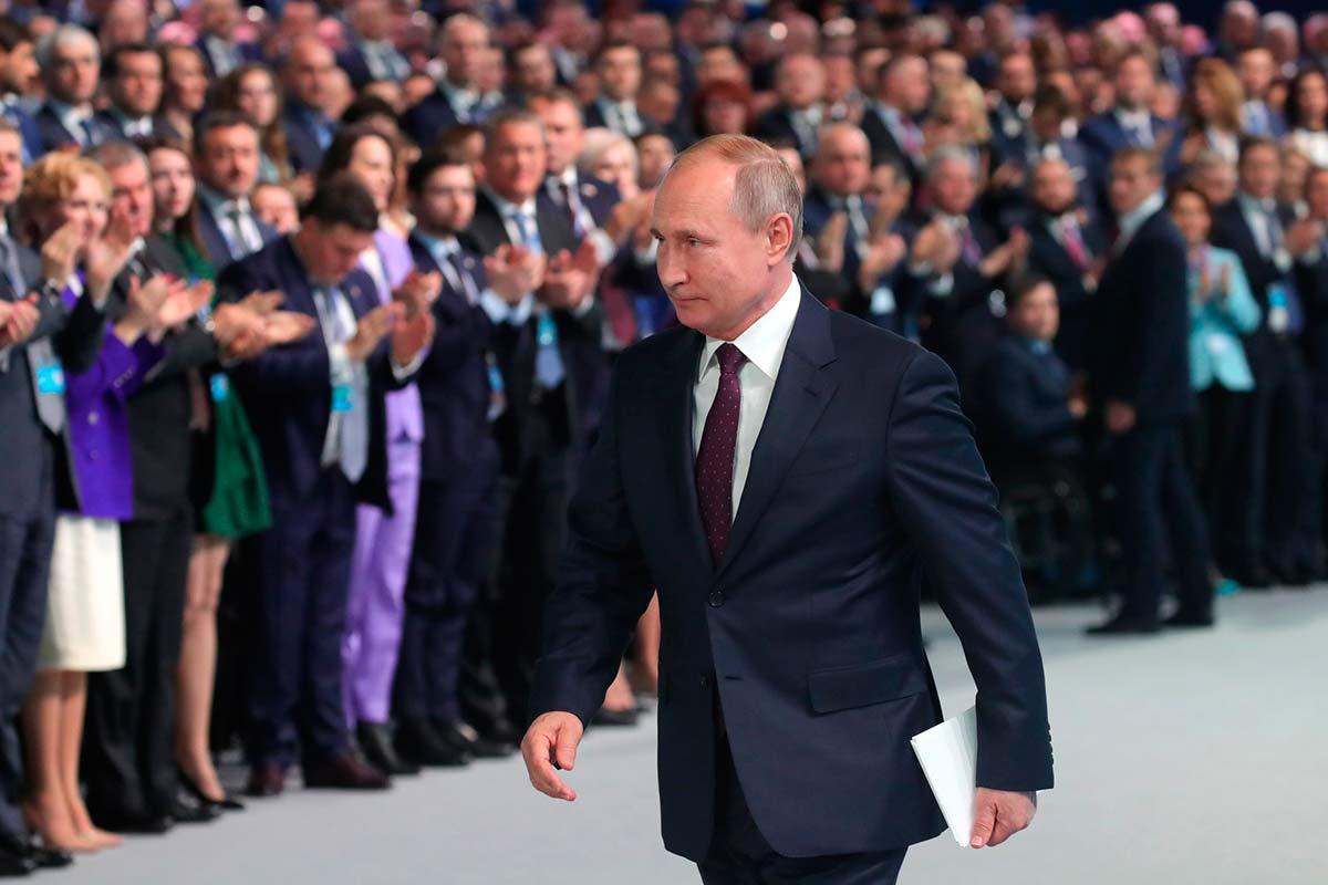 Путин и власть во время выборов продолжают, на мой взгляд, начатый ранее подкуп избирателей. Авторский комментарий