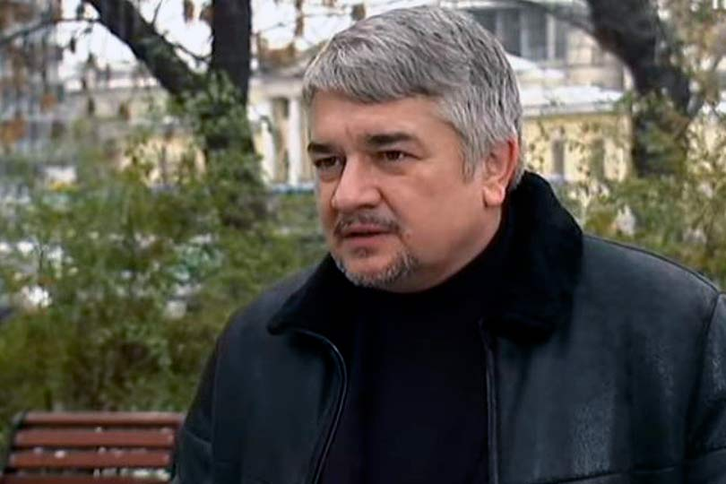 Ростислав Ищенко на улице