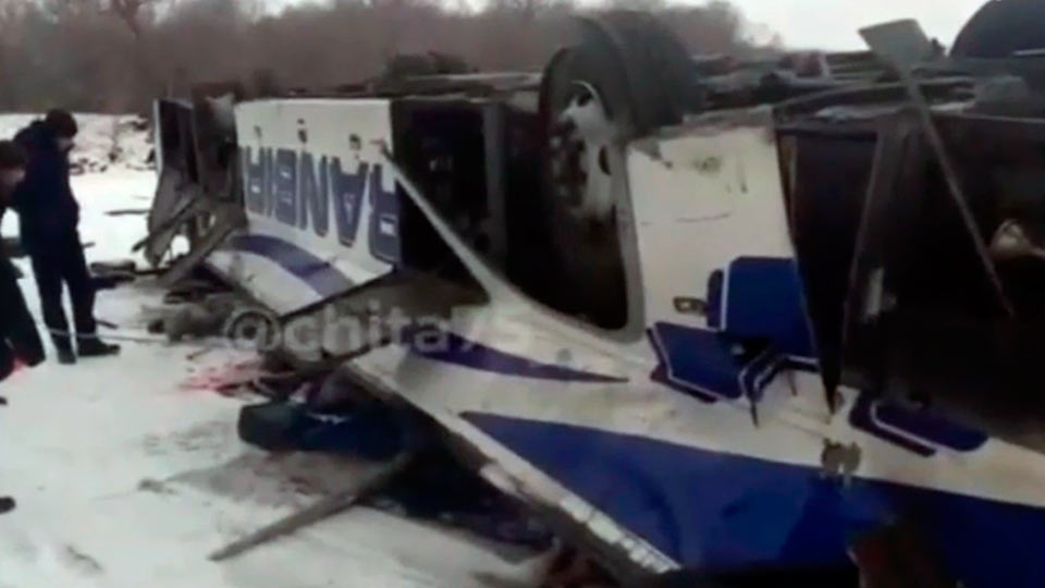 Перевернутый автобус в Забайкалье