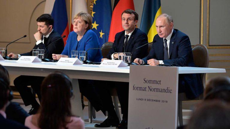 Путин прочитал во Франции стих Михалкова и предложил Украине газ от щедрот со скидкой в 25%