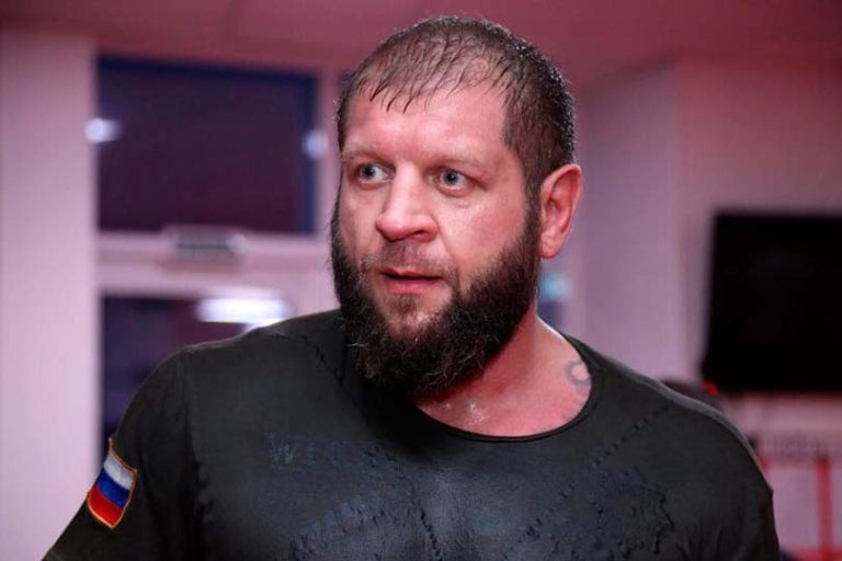 Александр Емельяненко прокомментировал победу брата Федора над возрастным американцем Куинтоном Джексоном