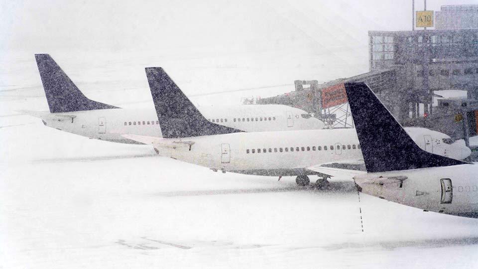 Самолеты в снегу