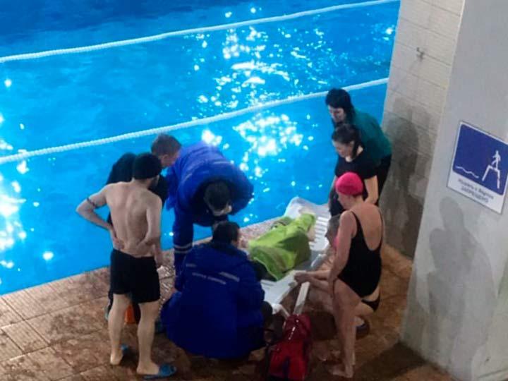 Ребенок в аквапарке