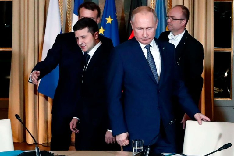 Наконец-то Путин и Зеленский переговорили наедине, в рамках Нормандского формата