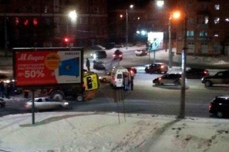 Избежав смерти в первой аварии в Омске, женщина погибла во второй при перевозке ее в скорой помощи