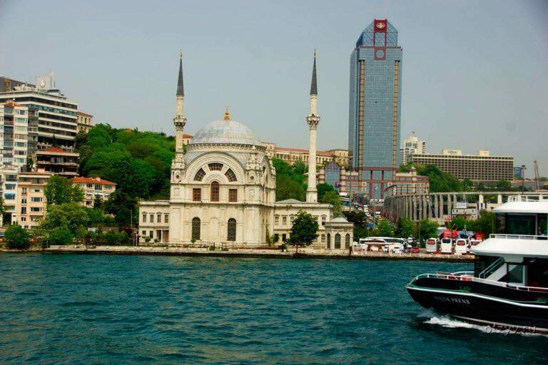 У берегов Стамбула российский танкер столкнулся с рыболовецким судном