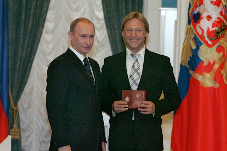 Путин поздравил Харатьяна с шестидесятилетием, отправив ему телеграмму