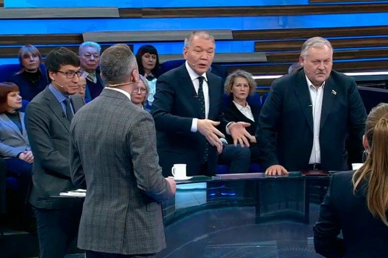 В программе «60 минут» Калашников вступил в словесную дуэль с Затуллиным, попытавшимся очернить СССР