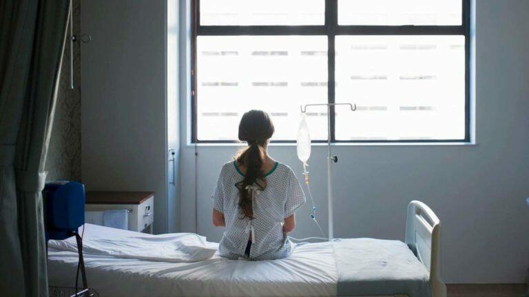 На Камчатке пациентка психбольницы попыталась зарезать ножом медсестру