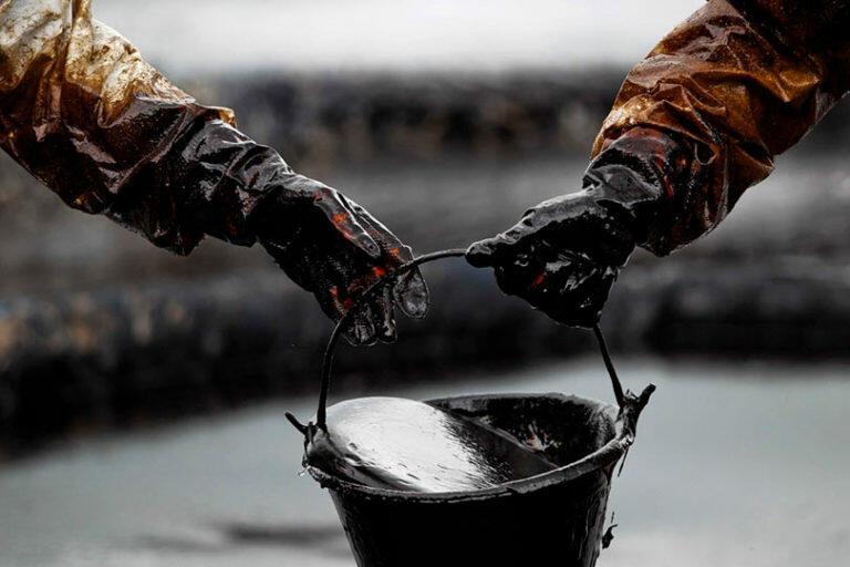 Ситуация на Ближнем Востоке вызывает резкое повышение стоимости нефти на мировых торгах