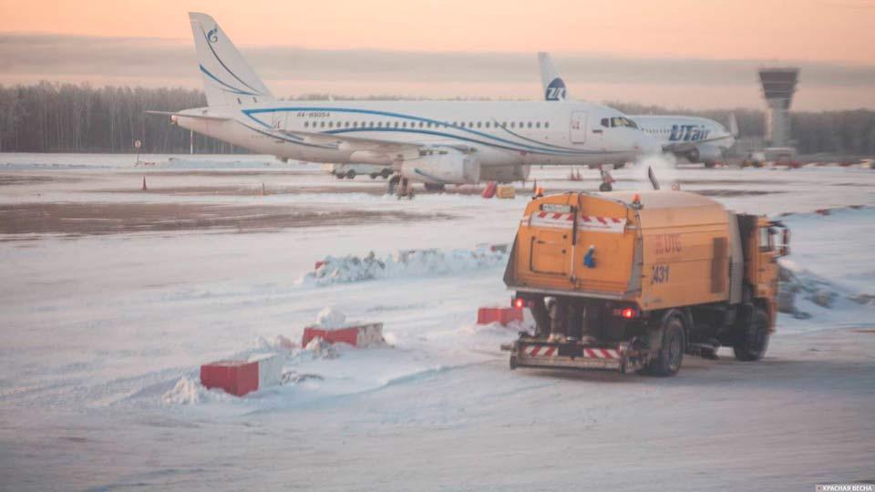Аэропорт Норильска в снегу