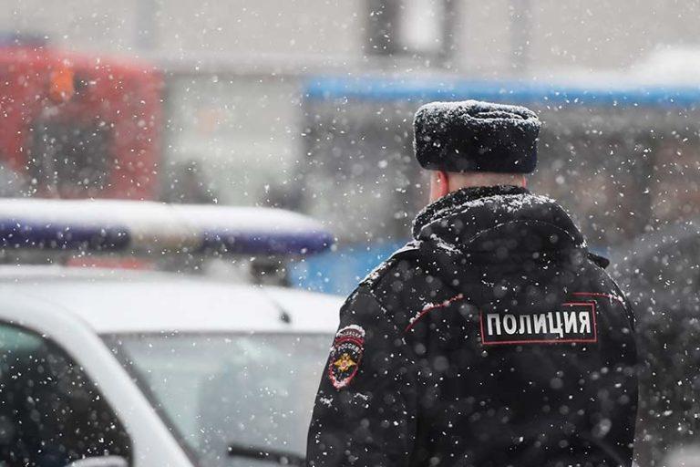 В Санкт-Петербурге мужчина заявил в полицию об изнасиловании инженера трубоукладчиком