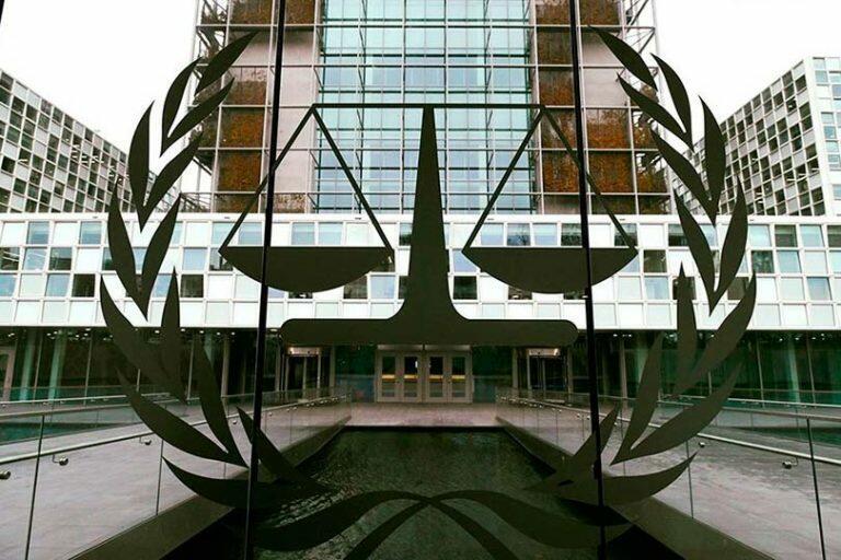ЦБ продает «Сбербанк» правительству России для того, чтобы вернуть акционерам «Юкоса» 50 млрд долларов