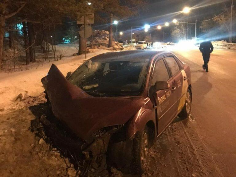 В Новосибирске автомойщик угнал автомобиль клиента и совершил смертельное ДТП