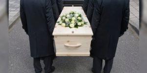 В Британии во время похорон, семья из 17 человек заразилась коронавирусом