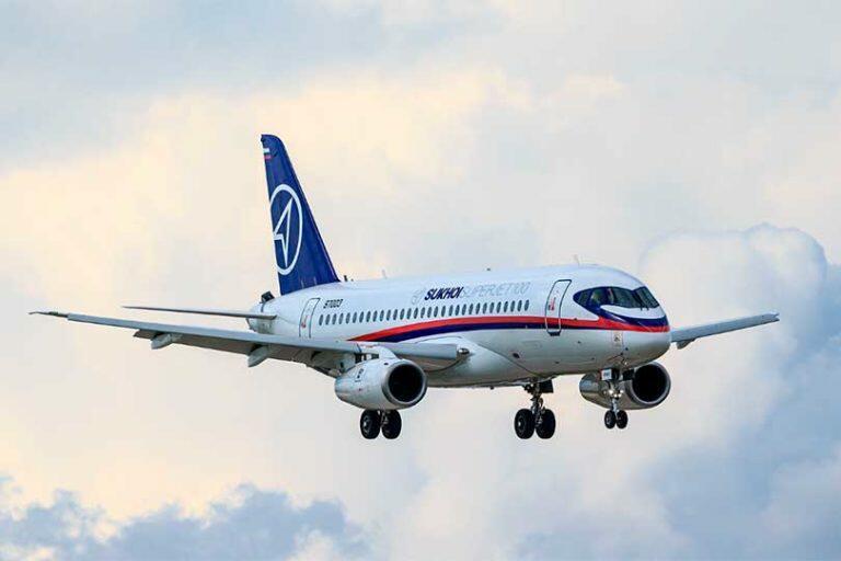 Самолет SSJ-100 совершил экстренную посадку в Шереметьево с благополучным исходом