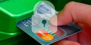 С сегодняшнего дня все банки России обязаны предупреждать граждан о блокировке их карт и счетов