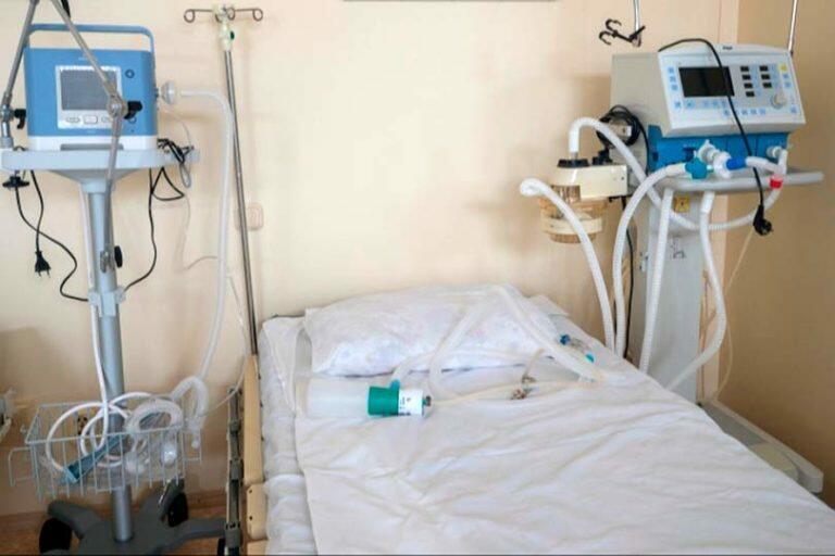 В Кузбассе появился первый погибший от коронавируса, тест которого при жизни показал отрицательный результат
