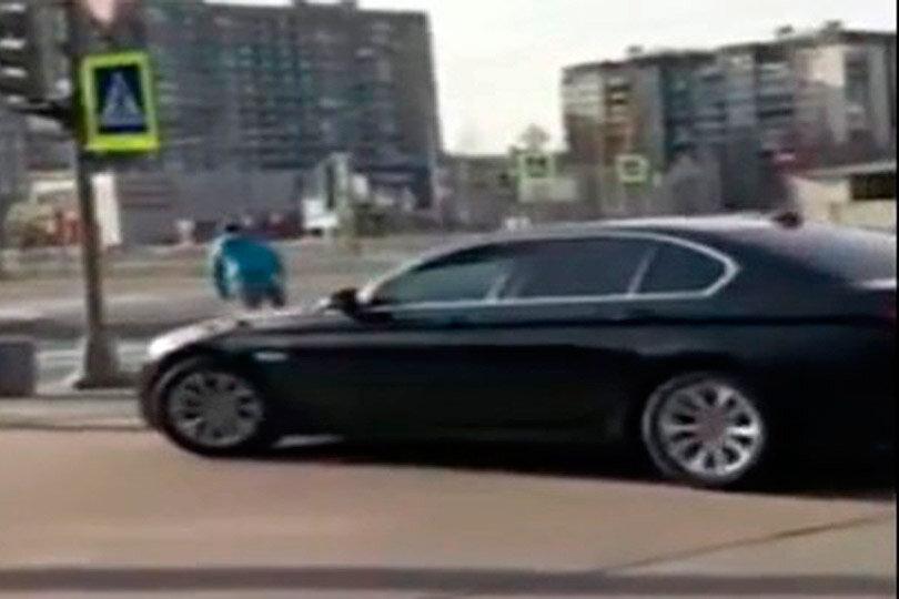 Погоня BMW и велосипедиста