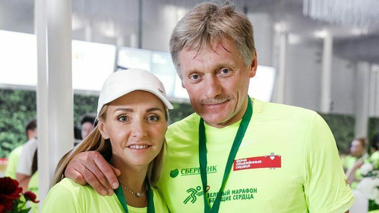 Песков подтвердил информацию, что он и его супруга Татьяна Навка заразились коронавирусом